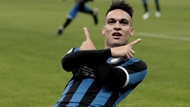 Lautaro Martínez convirtió un doblete en la goleada del líder Inter ante el escolta Milan