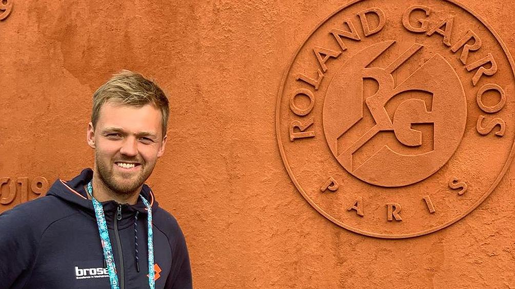 Un campeón de Roland Garros es repositor de supermercado en el receso del tenis