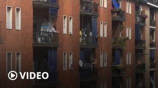 Con calles vacías y BelIa Ciao en los balcones, Italia recordó los 75 años de la caída del fascismo