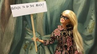 """Una Barbie Activista de Arte que protesta: """"¡Eso no es arte, es porno victoriano!"""""""