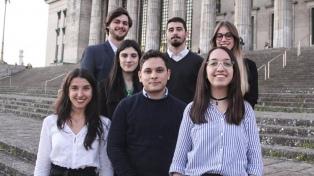 Premian a estudiantes en la mayor competencia de derecho internacional