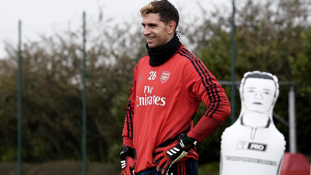 Arsenal, con un argentino, el primer equipo en regresar a los entrenamientos