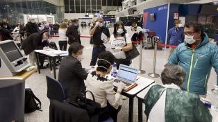 En tres vuelos, regresan al país más de 630 argentinos varados en el exterior