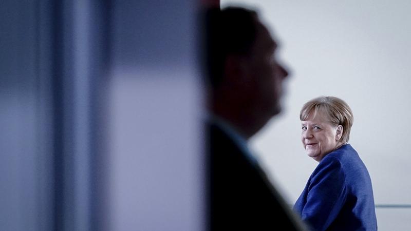 Por teléfono con Biden, Merkel celebró el regreso de EEUU a la OMS y al Acuerdo de París