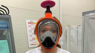 La iniciativa que adapta máscaras de buceo para la protección del personal de salud