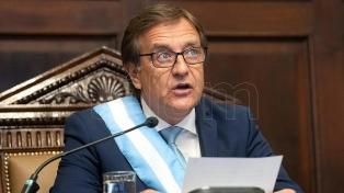 Suárez anunció una profunda reforma institucional con eje en la Legislatura