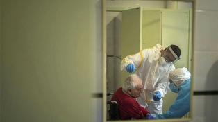 Una ONG que rescata a refugiados del mar ahora protege a los ancianos del coronavirus