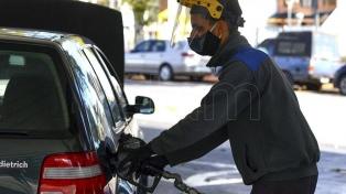 Combustibles: la venta cayó un 17% interanual en noviembre, pero creció 2,9% respecto a octubre