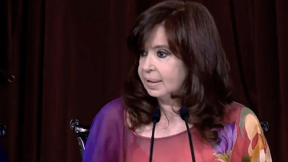 La vicepresidenta respaldó las críticas que Kicillof sobre el tratamiento de los medios de la pandemia
