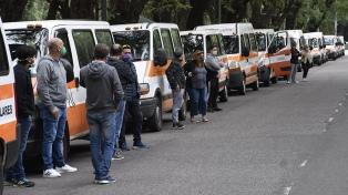 Rosario: Transportistas escolares piden ayuda estatal por falta de trabajo