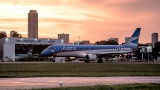 """Anuncian la fusión de Aerolíneas y Austral para ganar """"eficiencia operativa"""""""