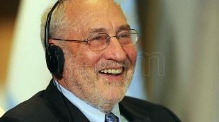Stiglitz y 100 expertos condenan las demandas contra la Argentina por el fin de las AFJP