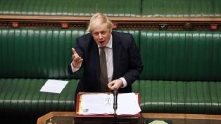 Un funcionario renunció en protesta por el escándalo del principal asesor de Boris Johnson