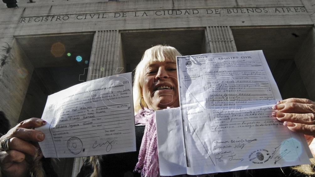 Valeria del Mar Ramírez también recibió la partida de nacimiento del Registro Civil porteño poco más de un mes después de la sanción de la ley. Foto: Paula Ribas (Télam)
