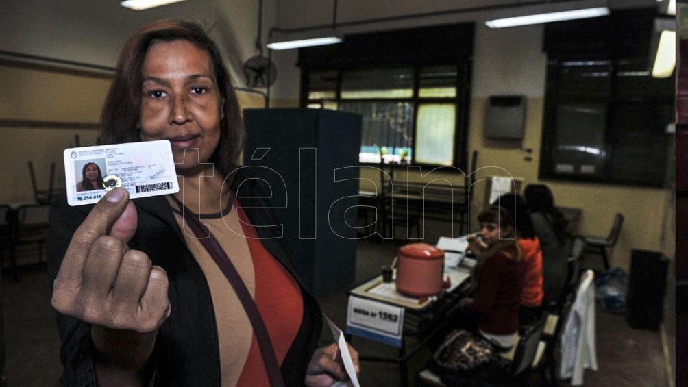 Lohana Berkins, una de las grandes luchadoras por la ley y los derechos del colectivo trans, pudo votar con su DNI que reconoció su identidad autopercibida.
