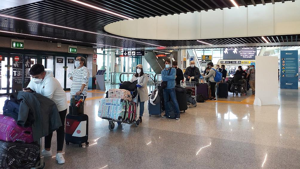 Llegaron al país 243 argentinos varados en Italia en un vuelo especial de Aerolíneas