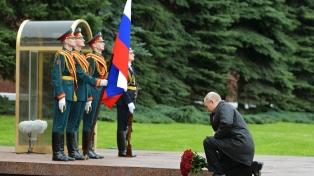 Putin inauguró un monumento a los caídos en la Segunda Guerra y llamó a votar por él