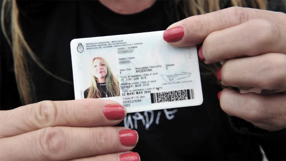 Abrió perfiles falsos en Internet, cuentas bancarias y alquiló departamentos con identidades robadas