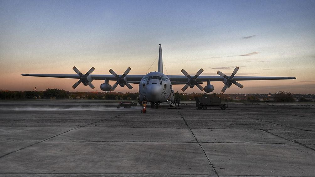 Más de siete toneladas de insumos críticos fueron distribuidos por el avión Hércules. Foto: Ramiro Gómez (Télam)
