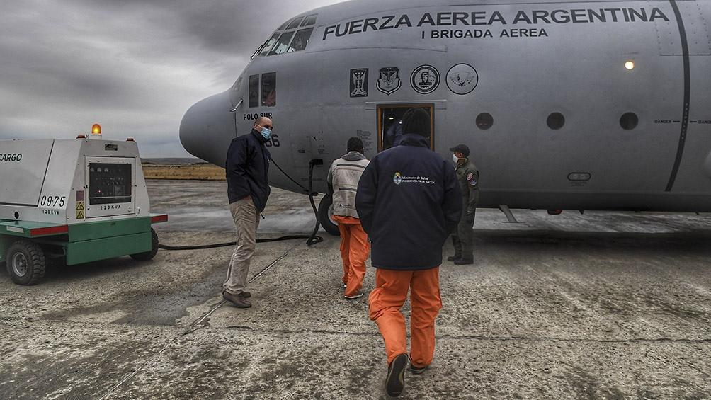El avión, recientemente modernizado de la Fuerza Aérea, realizó cerca de seis mil kilómetros en doce horas.Foto: Ramiro Gómez (Télam)