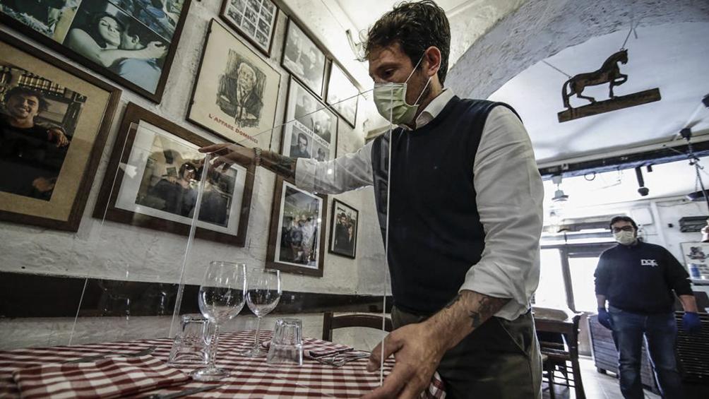 Tras acuerdo con gobiernos regionales, Italia prepara reapertura de bares y restaurantes