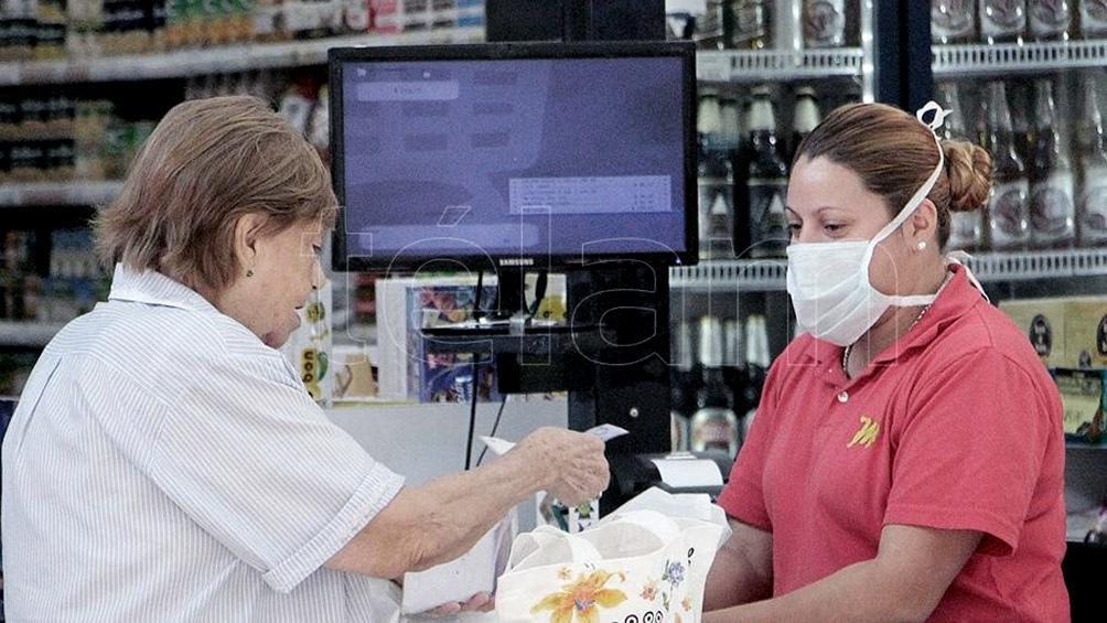 Las mayores subas se dieron en los rubros alimentos y bebidas, indumentaria y equipamiento para el hogar