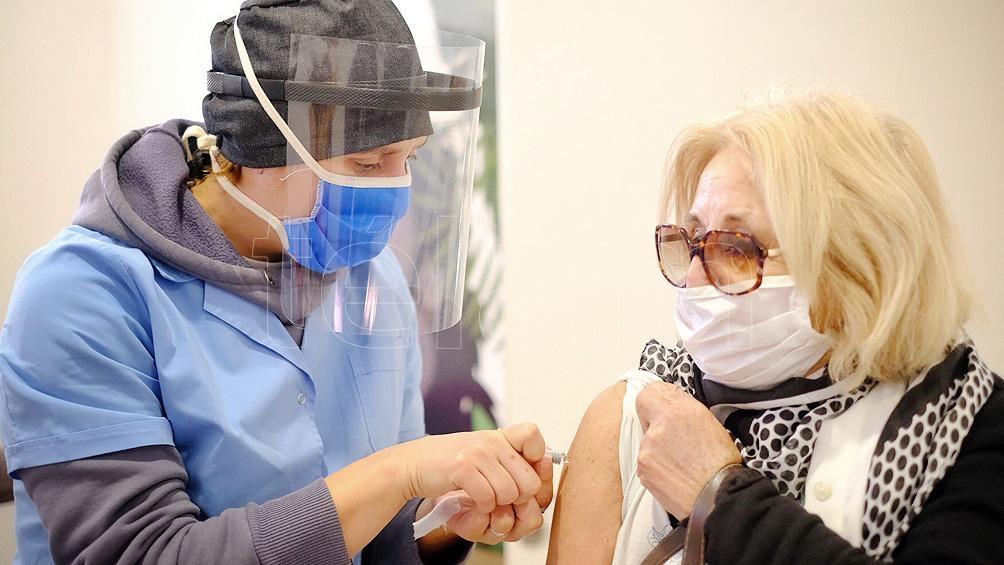 """Arenas Pinto afirmó que hay que garantizar que la vacuna sea accesible para todos, que haya """"equidad y justicia""""."""