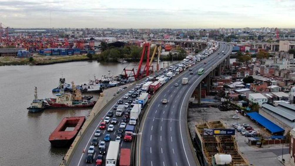 Hubo demoras en los accesos a la Ciudad en el primer día de la flexibilización