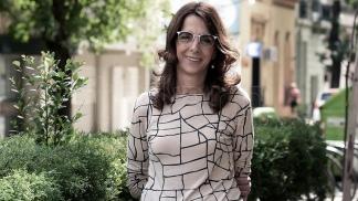 """Bielsa dice que los micro créditos permitirán """"hacer un baño nuevo, ampliar la vivienda, cambiar los pisos""""."""