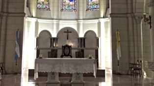 Las iglesias vuelven a abrir, para rezos individuales, con barbijo y eucaristía en mano