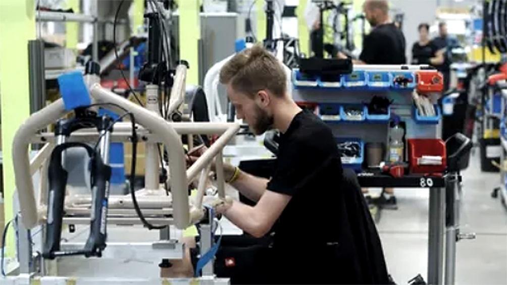 La producción aumentó 1,8% intermensual en abril y lleva cinco meses consecutivos de alza.