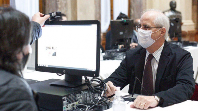 El Senado aprobó el protocolo para sesionar de forma virtual y debate los DNU