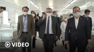 El Presidente recorrió un hospital modular y una fábrica de barbijos