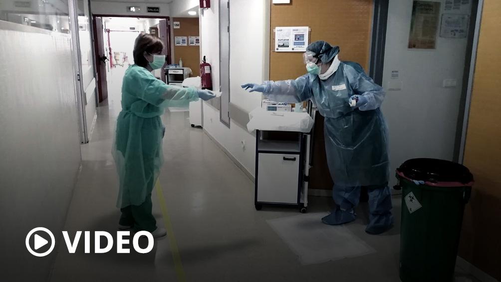 España extiende las restricciones a los viajes y vuelven a bajar las muertes por coronavirus