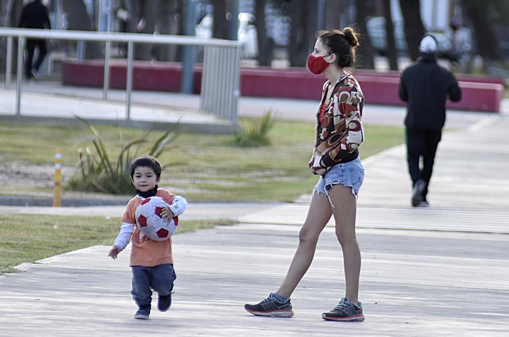 Las condiciones de vida de las infancias en América Latina puede ser causa del porcentaje de infectados, según especialistas.