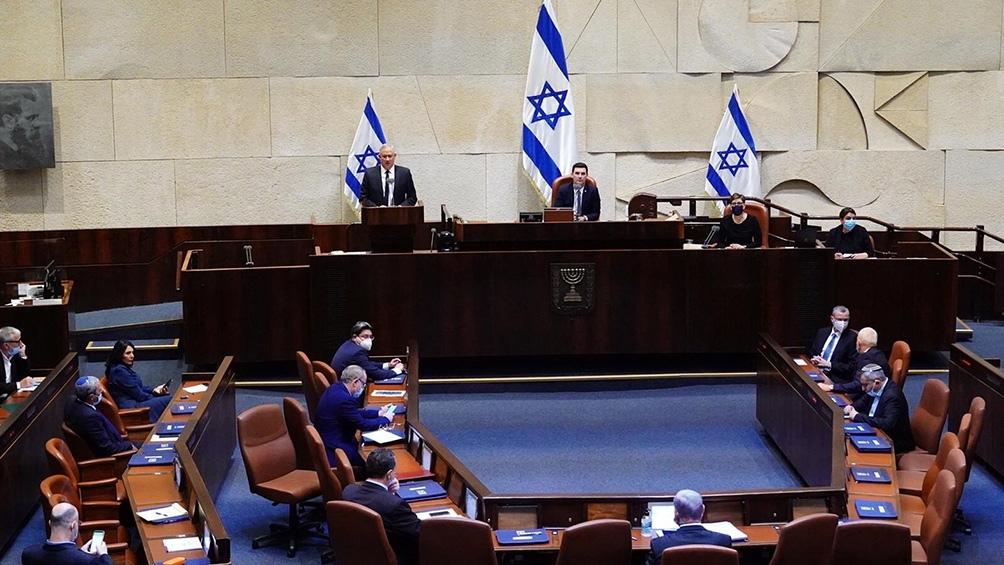 Aprobaron una propuesta preliminar para disolver el Parlamento e ir hacia una nueva elección nacional.