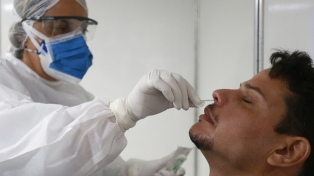 """""""No nos sorprende"""" el aumento de casos, dijeron los infectólogos Cahn y Orduna"""