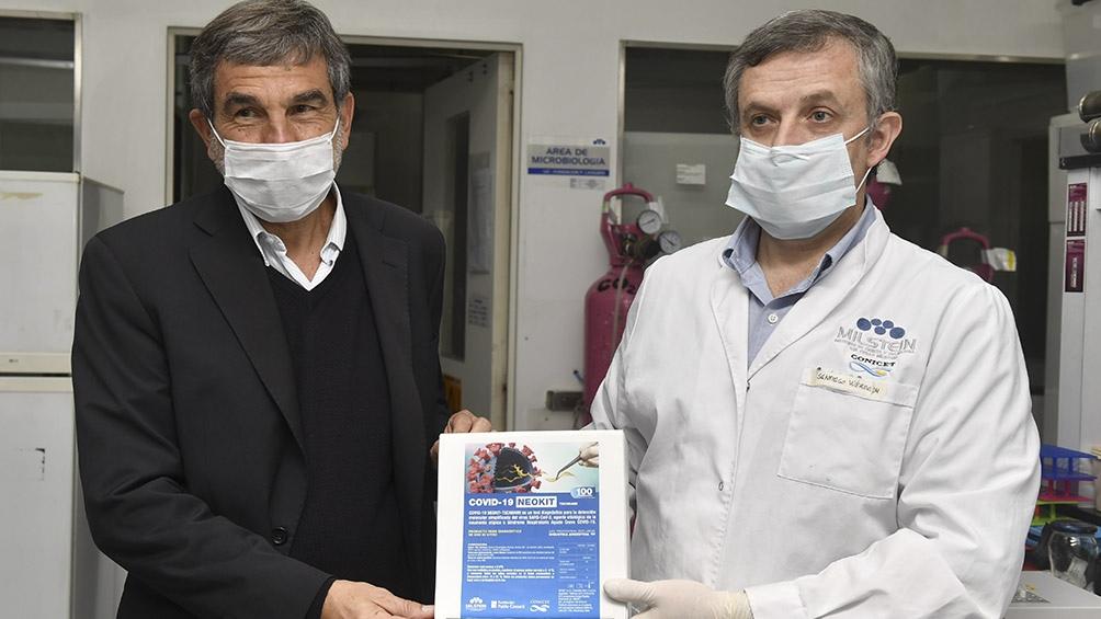 El Neokit Covid-19, sólo desarrollado en Argentina y Japón, detecta el coronavirus en menos de dos horas. Foto: Alejandro Santa Cruz (Télam).
