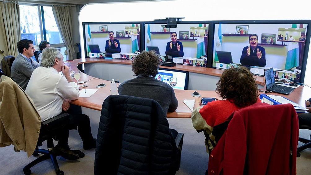El Presidente en una videoconferencia con gobernadores.