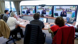 Previo a los anuncios, el Presidente habló con los gobernadores de las provincias con mayores contagios