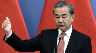 """China le pidió a EEUU dejar de """"interferir en el mundo para garantizar tranquilidad"""""""