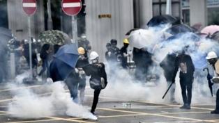 La policía disolvió una manifestación en Hong Kong contra una ley china