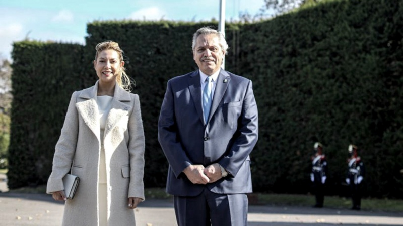 Fernández encabeza el acto patrio, junto a gobernadores, empresarios, CGT y FFAA - Télam - Agencia Nacional de Noticias