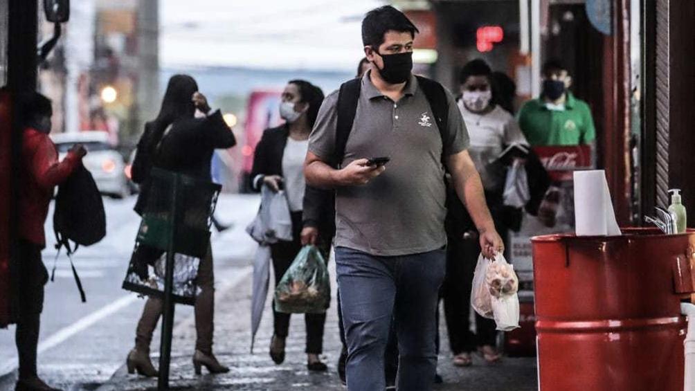 """Ocho gremios médicos declararon que Paraguay se encuentra """"camino a un pico de la pandemia"""""""