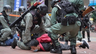 Protestas y cientos de detenidos por la ley que criminaliza insultos al himno de China