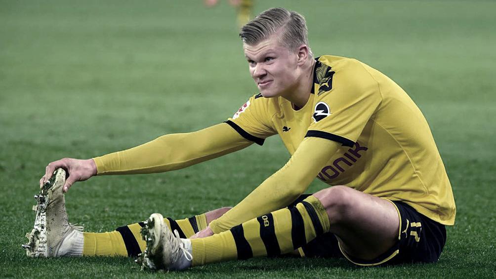 El goleador del Borussia Dortmund se lesionó al chocar con el árbitro