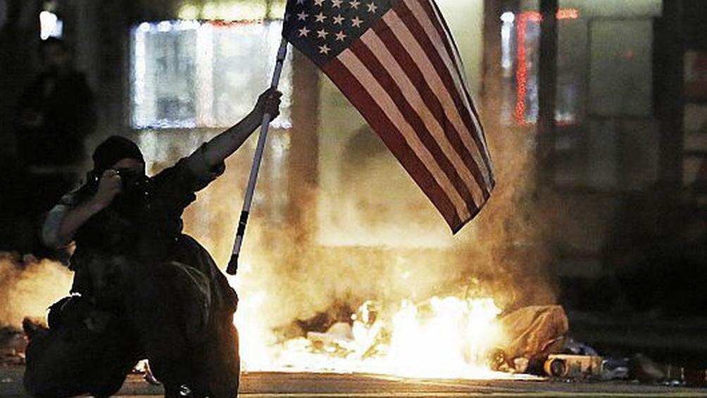 Los Angeles Una Noche Con Toque De Queda Tras Los Disturbios Y Protestas Por La Muerte De George Floyd Telam Agencia Nacional De Noticias
