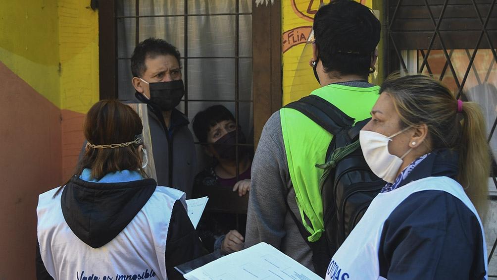 En la recorrida casa por casa se detectaron 75 casos sospechosos de Covid-19 . Foto: Carlos Brigo (Télam).