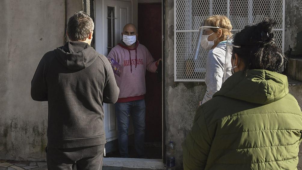 Los testeos se analizan en la Universidad de Buenos Aires y tardan 24 horas máximo, según el Municipio. Foto: Carlos Brigo (Télam).