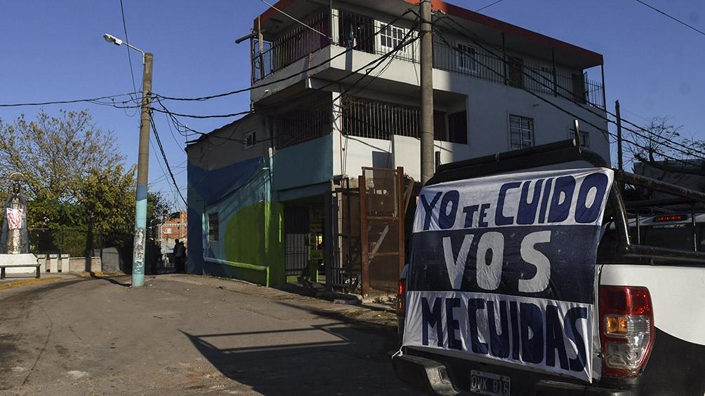 A los vecinos se los evalúa y se les hace un hisopado si presentan síntomas Foto: Carlos Brigo (Télam).